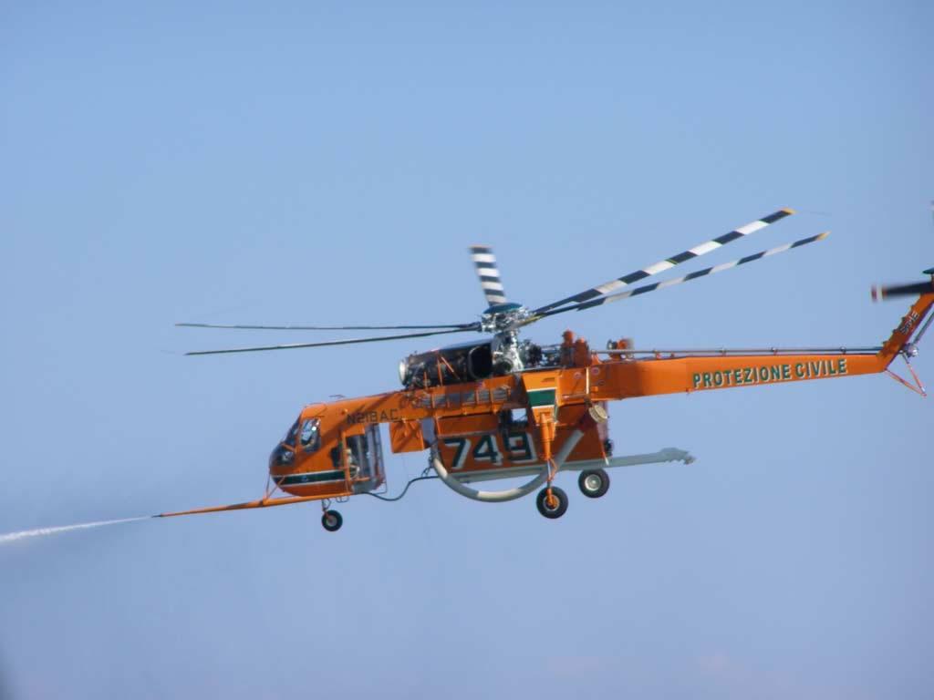 Elicottero S 64 F : Piombino agosto foto erickson s f